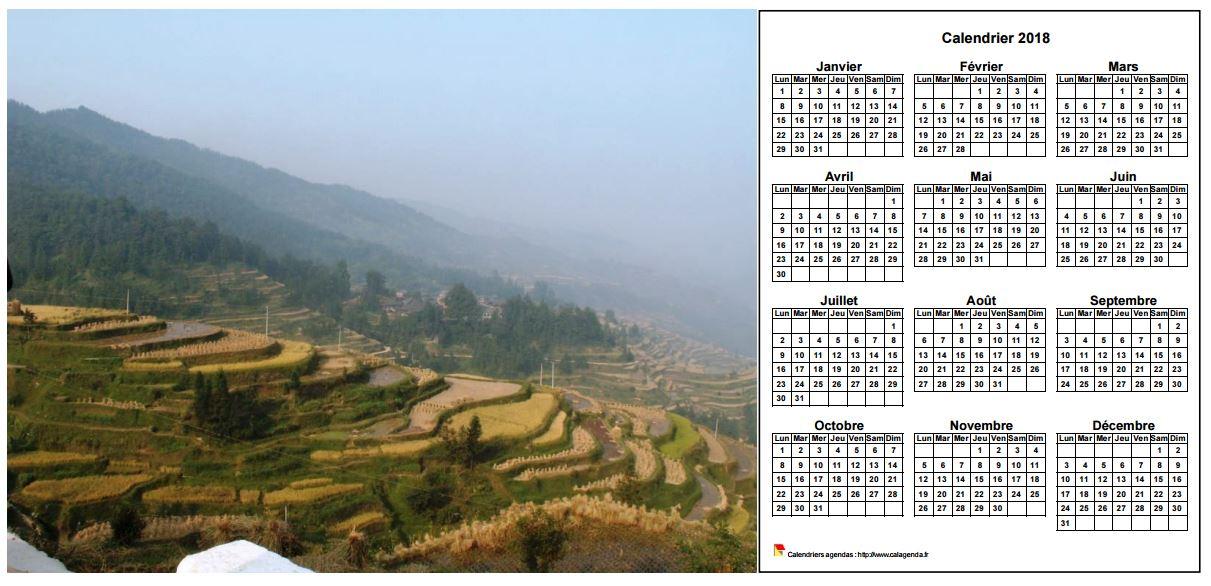 Calendrier 2018 annuel à imprimer, format paysage, une ligne par trimestre, à droite d'une photo
