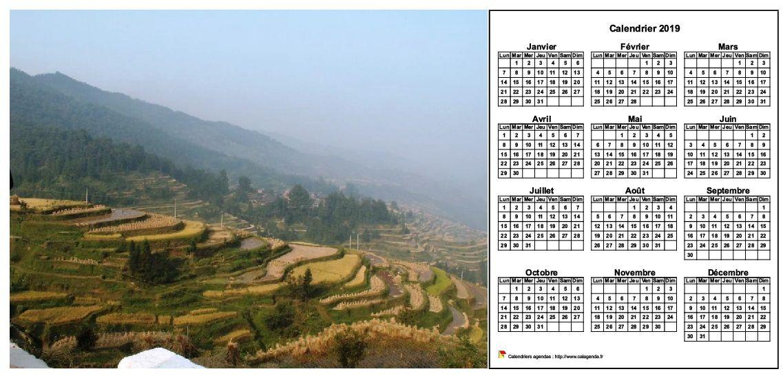 Calendrier 2019 annuel à imprimer, format paysage, une ligne par trimestre, à droite d'une photo