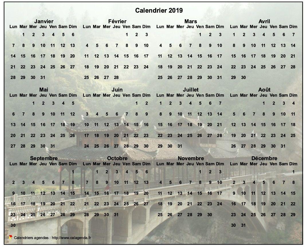 Calendrier 2019 annuel à imprimer, format paysage, quatre colonnes par trois lignes, par dessus une photo