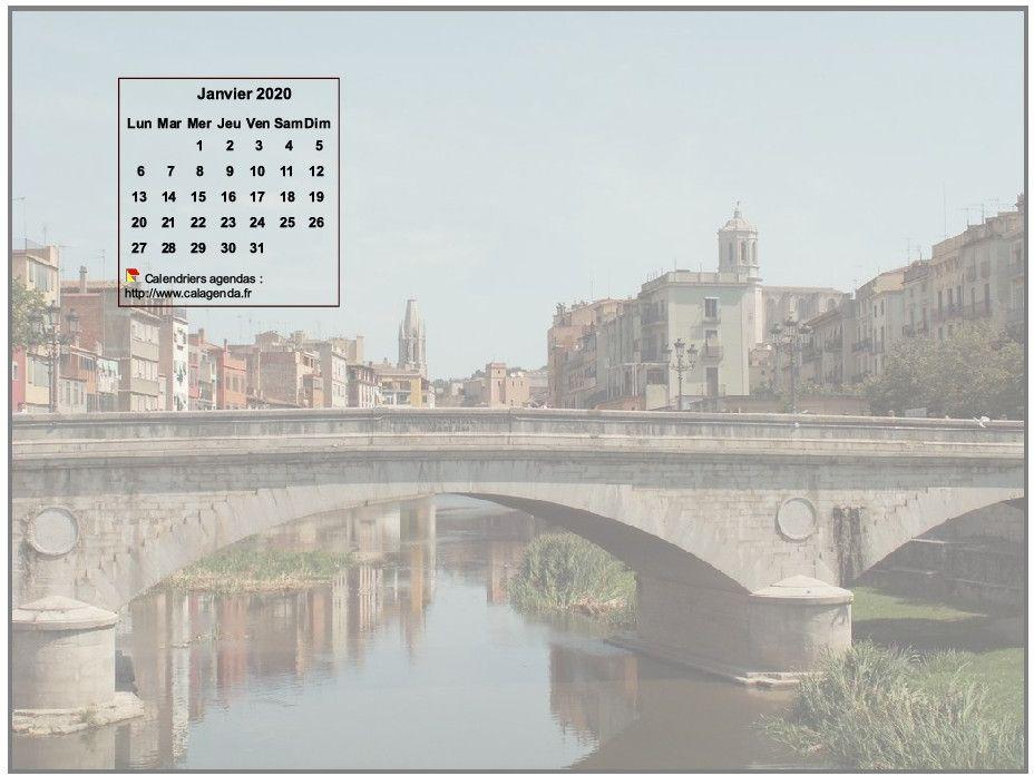 Calendrier mensuel 2020 à imprimer, incrusté en haut à gauche d'une photo